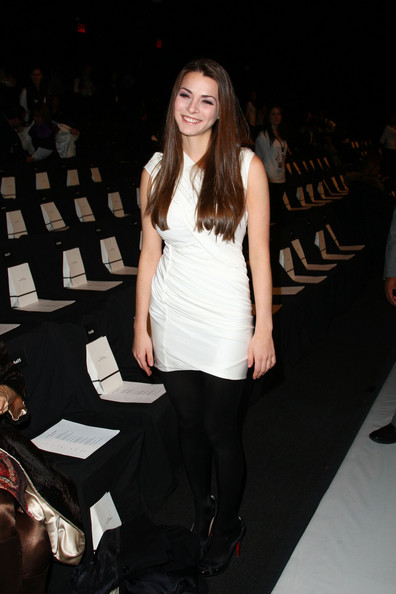 Bee Shaffer Bee Shaffer attends the Narciso Rodriguez Fall 2009 fashion show during Mercedes-Benz Fashion Week in the Tent at Bryant Park on February 17, 2009 in New York City.  (Photo by Andrew H. Walker/Getty Images for IMG) *** Local Caption *** Bee Shaffer