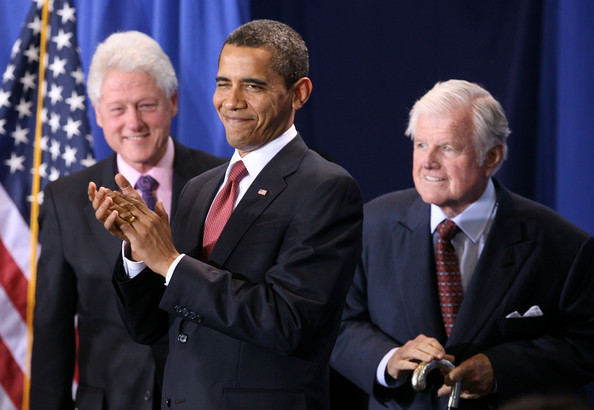 https://i1.wp.com/www3.pictures.gi.zimbio.com/Obama+Signs+Edward+Kennedy+Serve+America+Act+6uGdo5aV7-Tl.jpg