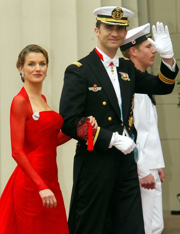Queen Letizia Jewellery: June 2014 - - Page 8 - The Royal ...