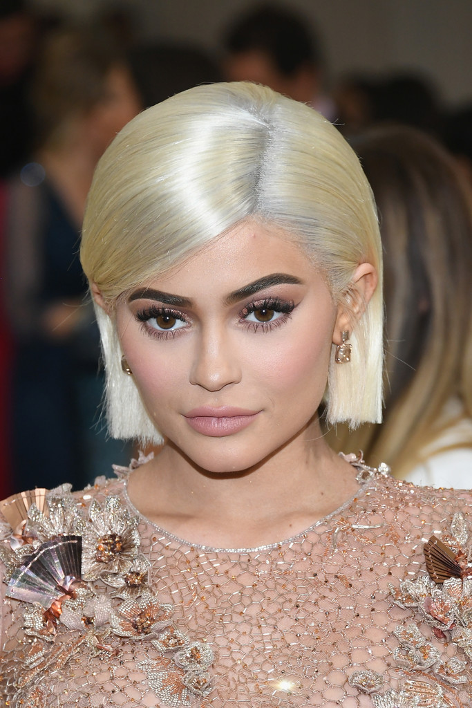 Kylie Jenners Chin Length Platinum Cut The Most Daring