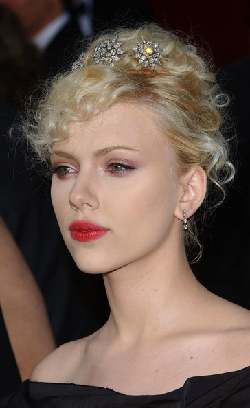 Scarlett Johansson 2005 Oscars Hair Looks Through The