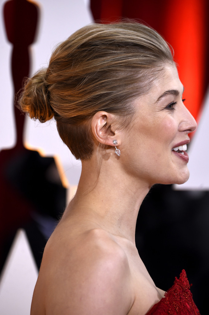 Rosamund Pikes Unassuming Bun Celebrities Who Rock