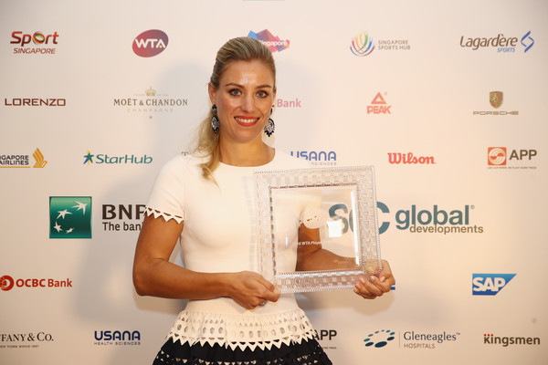 Angelique Kerber with 2016 Player of the Year award (click to enlarge)
