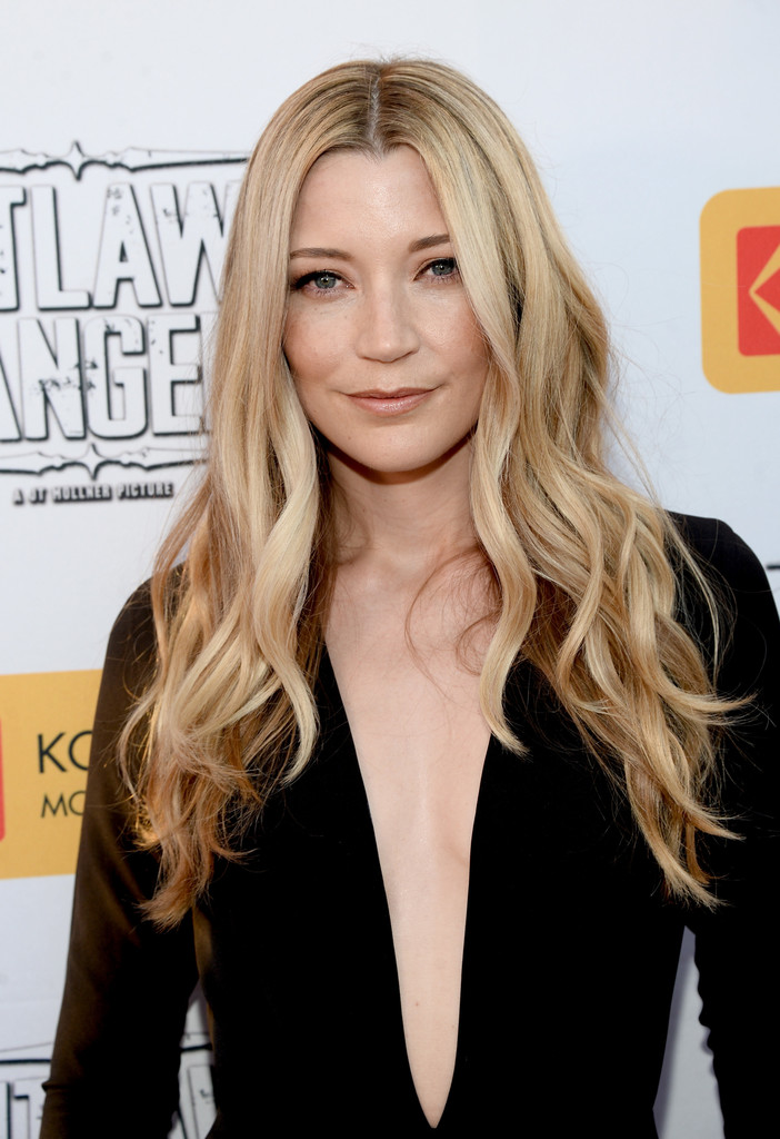 Sarah Roemer Photos Photos Premiere Of Momentum Pictures Outlaws And Angels Arrivals Zimbio