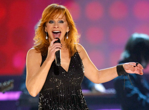 Singer Reba McEntire performs onstage during the 44th annual Academy Of Country Music Awards held at the MGM Grand on April 5, 2009 in Las Vegas, Nevada.  (Photo by Ethan Miller/Getty Images) *** Local Caption *** Reba McEntire