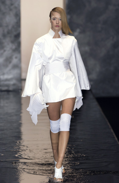 Raquel Zimmerman in an all-white look from Mei Xiao Zhou's Spring 2002 collection for Guy Laroche