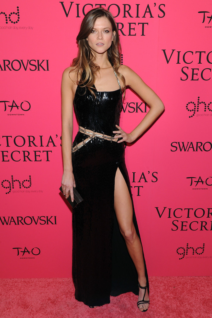 Kasia Struss In Chained Sequins Best Dressed At The