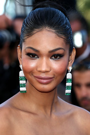 Chanel Iman Polished Off Her Glamorous Look With A Massive Pair Of Diamond And Emerald Chandelier Gemstone Earrings