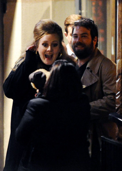 Simon Konecki Adele and boyfriend Simon Konecki are greeted by her dog as they leave Gilgamesh. On his way to the car Simon can be seen picking his nose!.