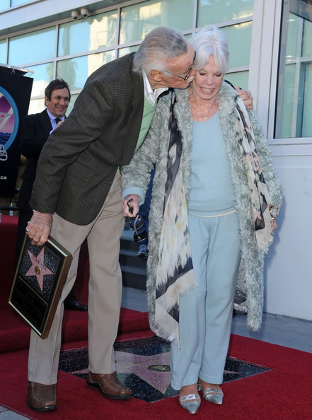 Stan Lee And Joan Lee Photos Photos Valentine Kisses