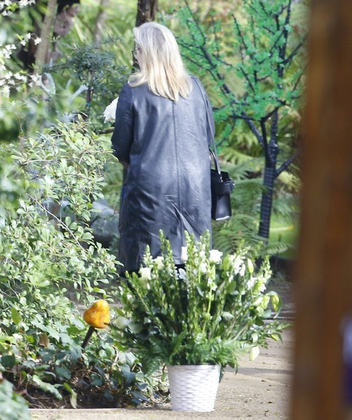 private memorial service held in beverly hills for carrie - HD858×1024
