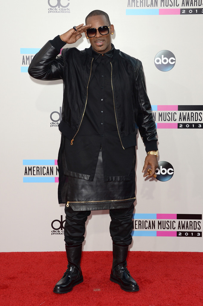 https://i1.wp.com/www4.pictures.zimbio.com/gi/R+Kelly+2013+American+Music+Awards+Arrivals+GX3VSi1y2N8x.jpg?resize=680%2C1024
