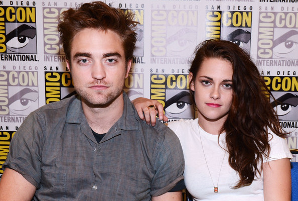 Robert PAttinsons and kristen Stewart maske a reunion appearance at san diego comic con