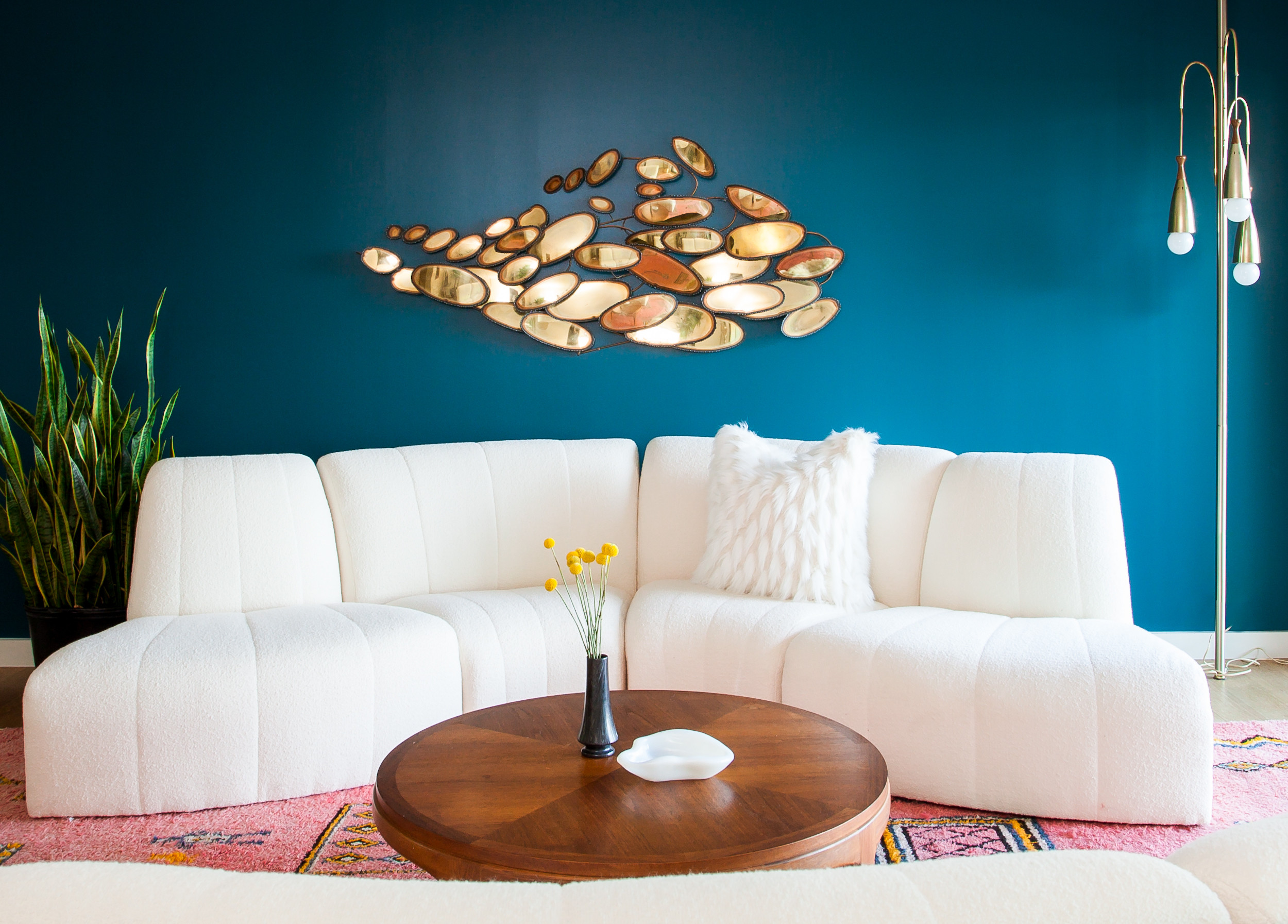 Make Your Small Living Room Chic With These Decorating ... on Small Space Small Living Room Ideas  id=78651