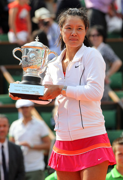 Li Na Li Na China) beats Francesca Schiavone (Italy) 6/4, 7/6 in the women's final, becoming the first chinese player to win a Grand Slam. The trophies were presented by former Australian tennis champion Evonne Goolagong and Jean Gachassin, President of the French Tennis Federation.