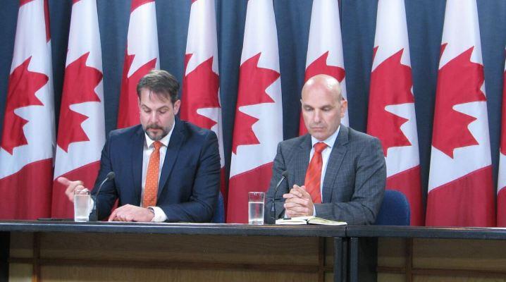 (Le porte-parole du NPD en matière de réforme électorale, Nathan Cullen (à droite), et le porte-parole adjoint, Alexandre Boulerice (à gauche). Crédit photo: Benjamin Vachet)