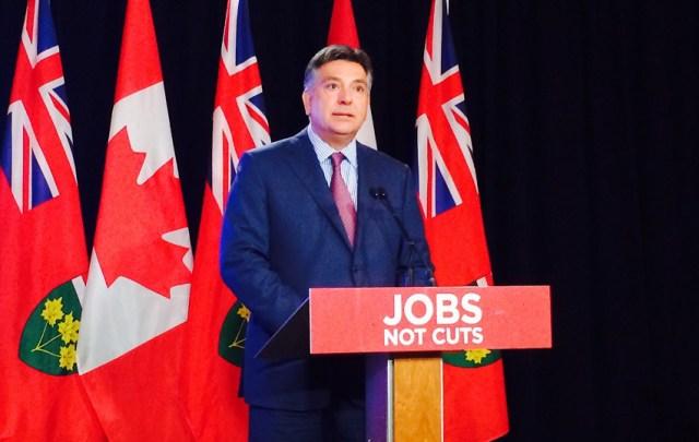 Le plan progressiste-conservateur de créer 1 million d'emplois sur huit ans est «mathématiquement erroné», a déclaré le libéral Charles Sousa, le 24 mai.  (Photo: François Pierre Dufault)