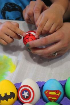 7 superheroes Easter eggs  marmite et ponpon