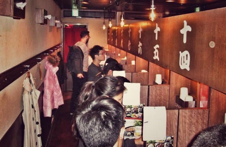 Una dintre cele doua camere de la restaurantul Ichiran