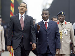 President Barack Obama walks with Ghanas President John Atta Mills at the Presidential Palace in Accra, Ghana, Saturday, July 11, 2009.  (AP Photo/Haraz N. Ghanbari)