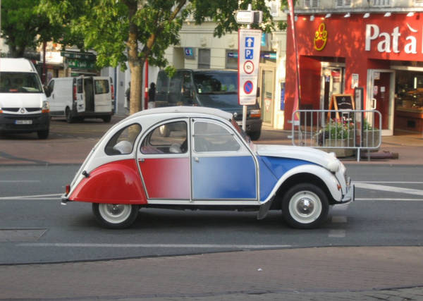 Parigi, dal settembre 2014 stop alle auto anteriori al 1997