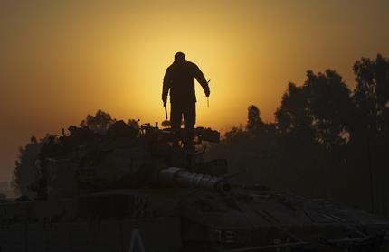Un soldato israeliano al confine con Gaza