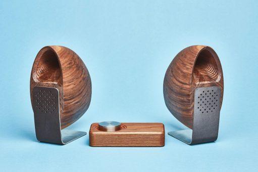 Grovemade-Speaker-System-Blue-Background-Walnut-r50-1080x720