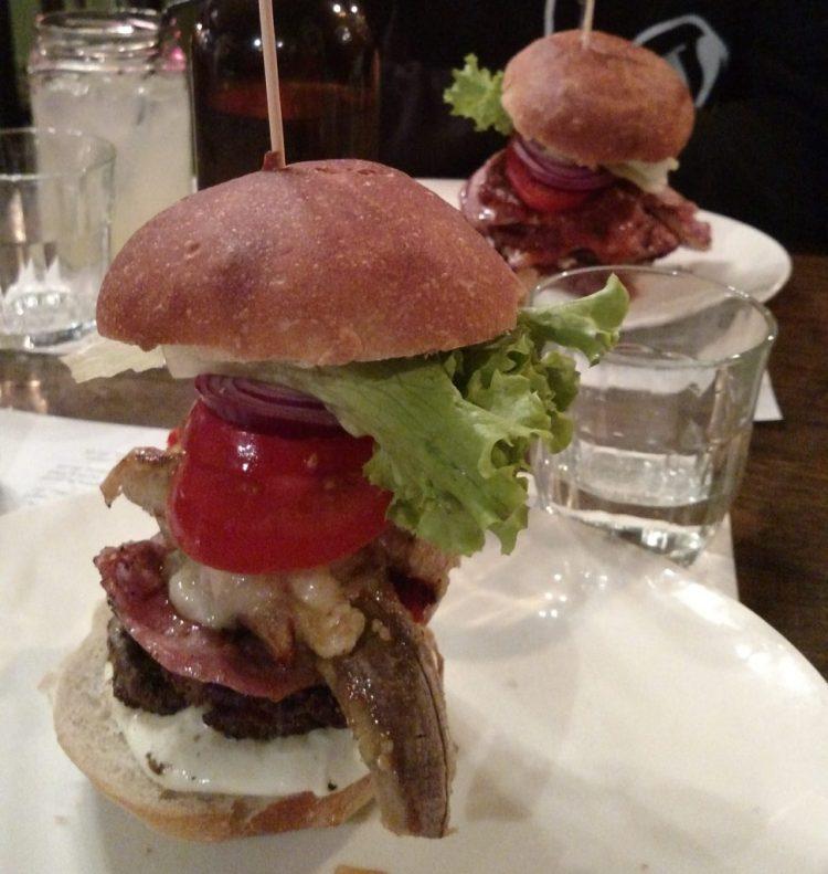 Burger presentation at Jo'Burger