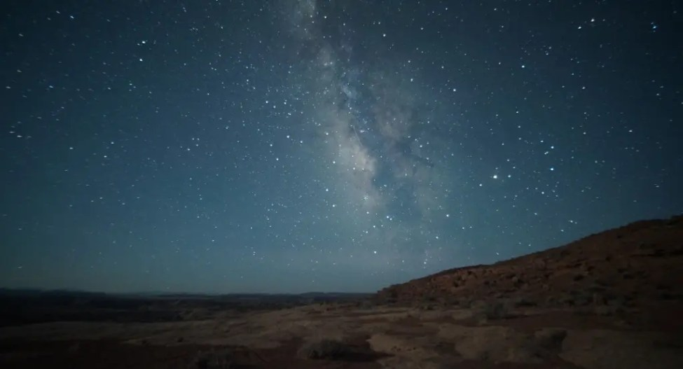 Milky_Way_view_in_the_San_Rafael_Desert_-_15_May_2012-e1357760296229
