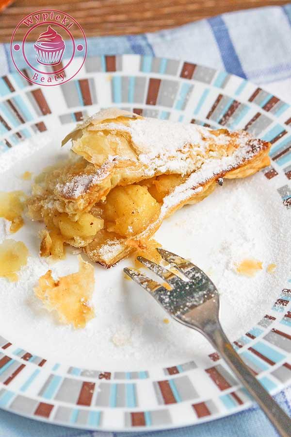 ciasto francuskie z nadzieniem z jabłek