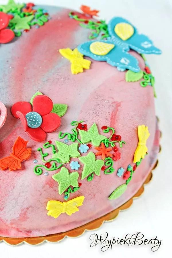 kolorowy tort z motylkami 3