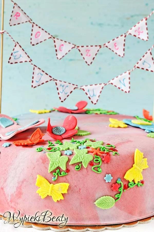 kolorowy tort z motylkami 5