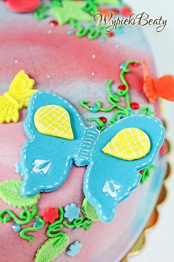 kolorowy tort z motylkami 6