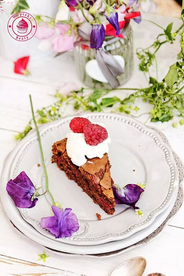 czekoladowe ciasto z malinami 8