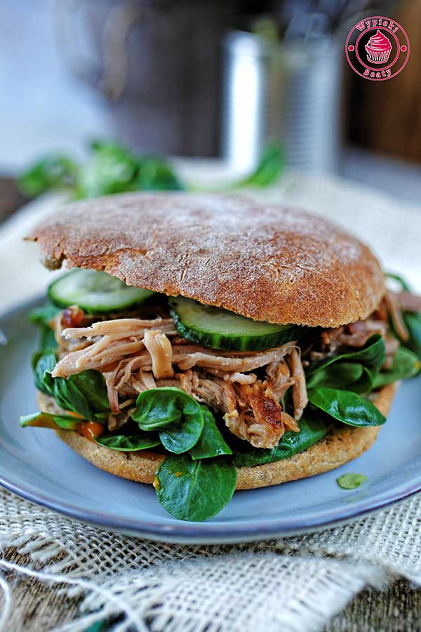 kanapka z wieprzowiną