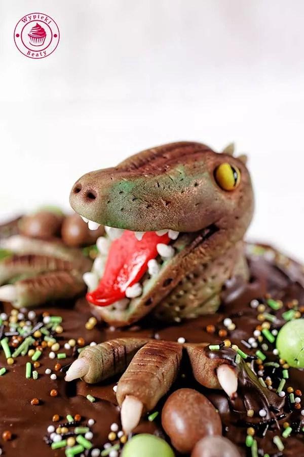 figurka dinozaura z masy cukrowej