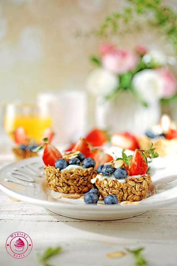 granola cups with berries