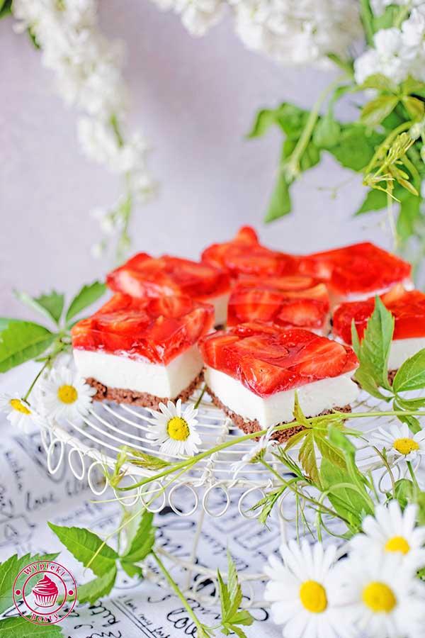 sernik z truskawkami