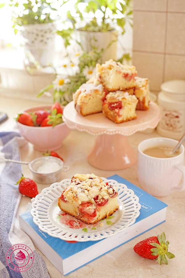 ciasto z truskawkami i rabarbarem
