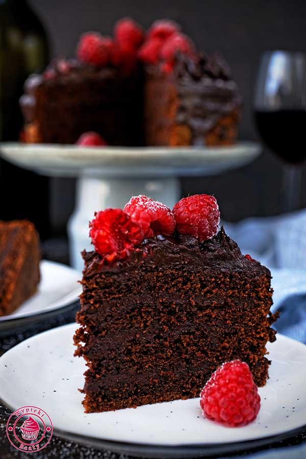 tort z kremem czekoladowym