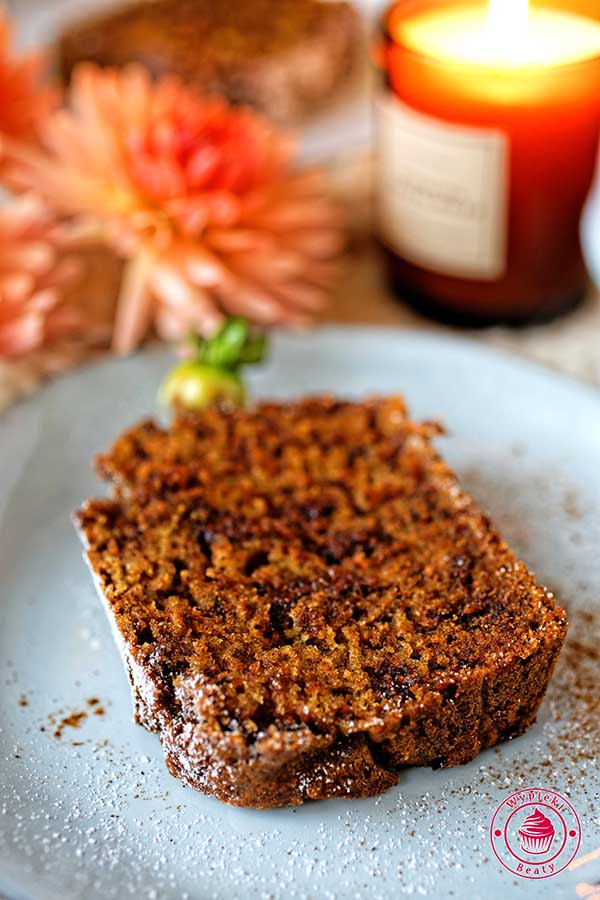 wilgotne ciasto czekoladowe pachnące cynamonem
