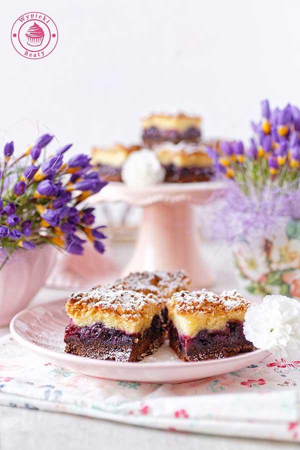 ciasto z borówkami i budyniową pianką