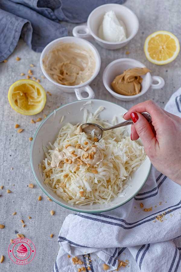 surówka z selera i masła orzechowego