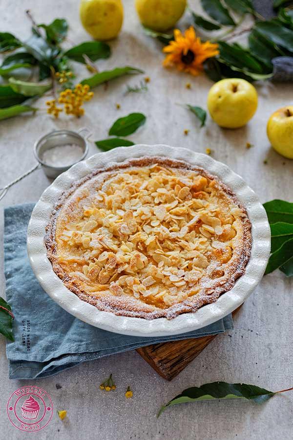 francuska tarta z kremem i jabłkami