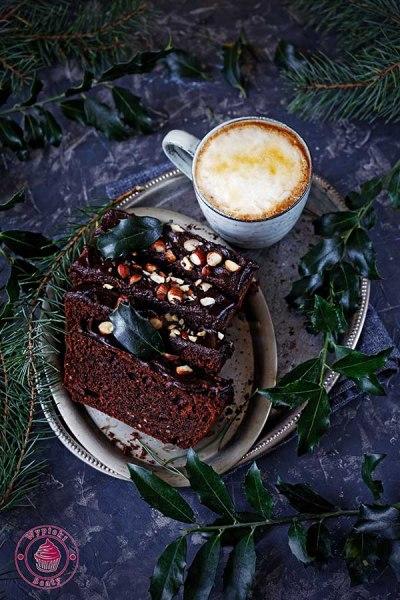 ciasto czekoladowe z rodzynkami i orzechami