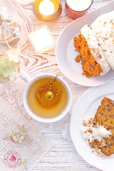 proste ciasto marchewkowe z orzechami i kremem