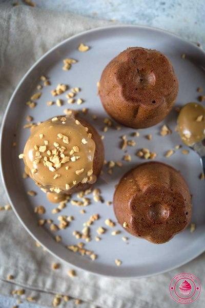 babeczki kajmakowe z orzechami
