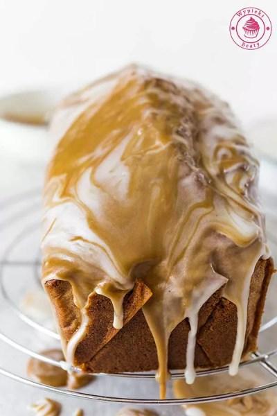 wilgotne ciasto z lukrem
