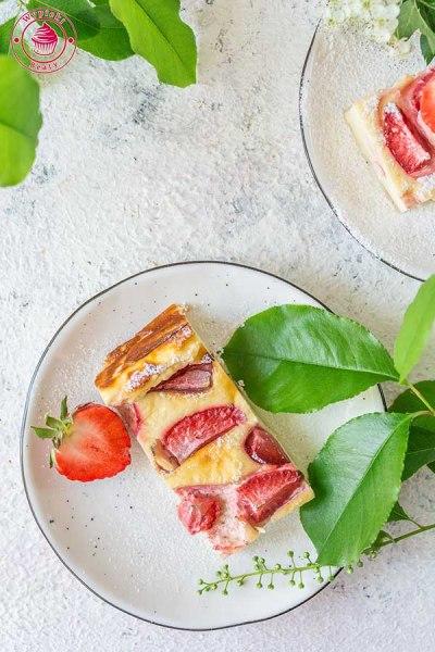 dietetyczny sernik z truskawkami
