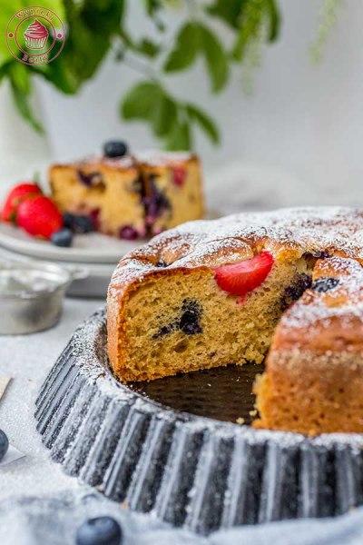 ciasto z odżywką białkową i owocami